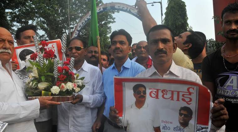 MLA Hari Shakar Yadav holds the bouquet with supporters to welcome their party former MP MD Sahabuddin outside the bhagalpur jail on Saturday, September 10,2016.Express Photo By Prashant ravi