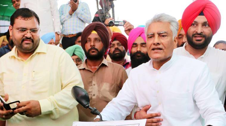 Ludhiana: Congress senior leader Sunil Jakhar along with other party MPs and MLAs at a protest rally against Akali government in Ludhiana on Friday. PTI Photo(PTI9_16_2016_0293B)
