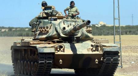 Turkey reinforces military units on Syrian border