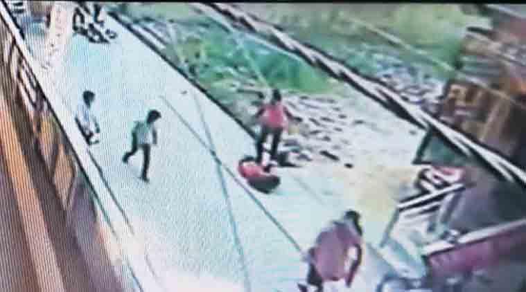 Delhi, delhi stabbing, delhi woman stabbed, delhi crime, delhi stalker, delhi woman stalked, india news