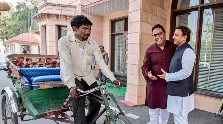 That's Akhilesh Yadav greeting Paytm CEO at his door standing next to a rikshaw