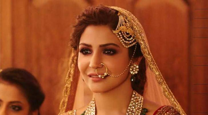 In Channa Mereya from Ae Dil Hai Mushkil, Anushka Sharma has worn 20 kilos heavy lehenga for the song.