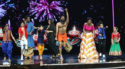 When Baba Ramdev did the yoga dance on Shilpa Shetty's Super Dancer stage