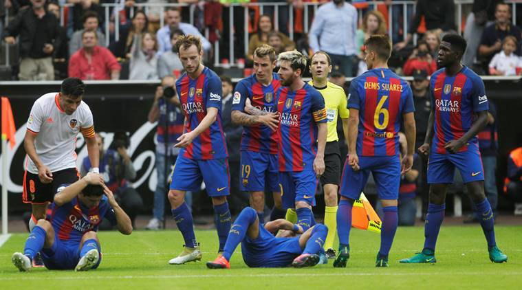Football Soccer - Spanish Liga - Valencia v Barcelona