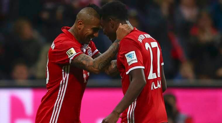Football Soccer - Bayern Munich v Borussia Moenchengladbach - German Bundesliga - Allianz -Arena, Munich, Germany - 22/10/16 - Bayern Munich's Arturo Vidal and David Alaba (R) celebrate a goal against Borussia Moenchengladbach     REUTERS/Michael Dalder. DFL RULES TO LIMIT THE ONLINE USAGE DURING MATCH TIME TO 15 PICTURES PER GAME. IMAGE SEQUENCES TO SIMULATE VIDEO IS NOT ALLOWED AT ANY TIME. FOR FURTHER QUERIES PLEASE CONTACT DFL DIRECTLY AT + 49 69 650050