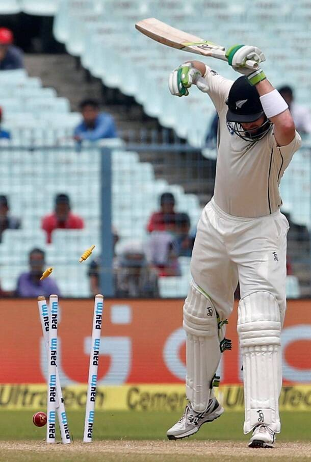 Martin Guptill, Guptill, Bhuvneshwar Kumar, Bhuvi, India vs New Zealand, Ind vs nz, ind vs nz 2nd test, ind vs nz Kolkata test, ind vs nz day 2, ind vs nz highlights, ind vs nz photos, India vs New Zealand photos, India cricket, New Zealand cricket team, India vs nz score, ind vs nz highlights, Cricket news, Cricket
