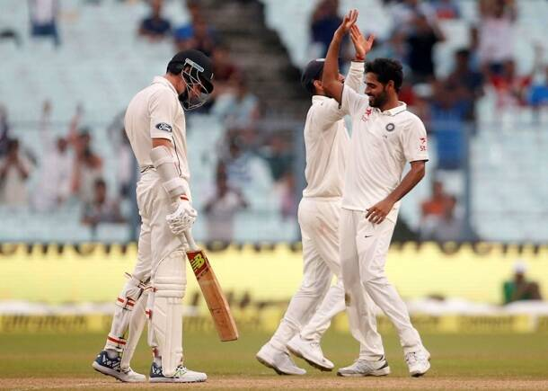 bhuveneshwar Kumar, bhuvi, India vs New Zealand, Ind vs nz, ind vs nz 2nd test, ind vs nz Kolkata test, ind vs nz day 2, ind vs nz highlights, ind vs nz photos, India vs New Zealand photos, India cricket, New Zealand cricket team, India vs nz score, ind vs nz highlights, Cricket news, Cricket