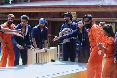 Bigg Boss 10 October 25 highlights: Romance brewing between Manoj Punjabi, Mona Lisa