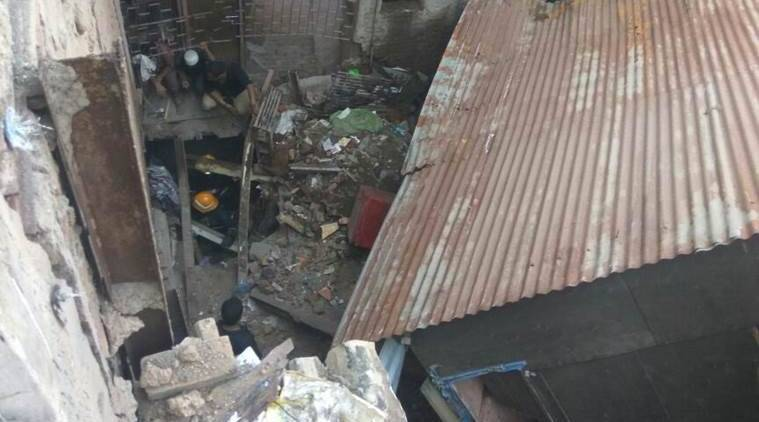 bandra, illegal building, illegal building collapse, six dead, mumbai illegal building collapse, western railways, mumbai slum building collapse, Behrampada, slum collapse, mumbai building collapse, mumbai slum building collapse, indian express news, mumbai news, india news