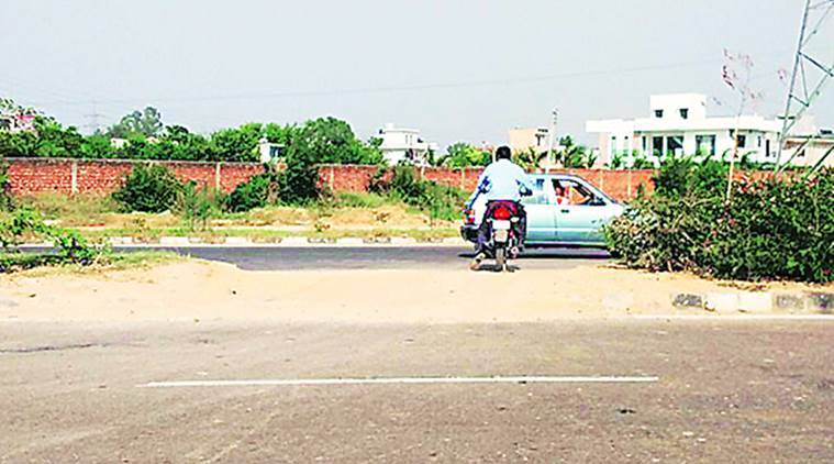 mohali accident, mohali, mohali airport road, mohali illegal crossings, mohali news, india news, indian express news
