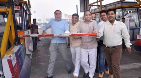 Noida: People celebrate after Allahabad high court has restrained the Noida Toll Bridge Company Ltd (NTBCL) from collecting user fee or toll from commuters on (Delhi-Noida-Direct) DND flyway connecting Noida and Delhi on Wednesday. PTI Photo (PTI10_26_2016_000277B)