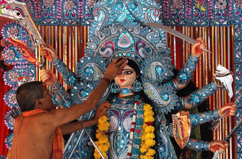 Durga Puja 2016: Enjoy these beautiful and unique Puja
