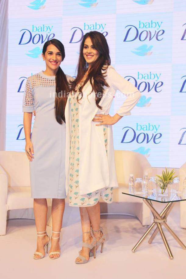 Genelia D'Souza, Kareena Kapoor, Kareena Kapoor news, Kareena Kapoor pics, Kareena Kapoor images, Kareena Kapoor photos, Genelia D'Souza news, Genelia D'Souza movies, Genelia D'Souza pics, Genelia D'Souza images, Genelia D'Souza photos, entertainment news, indian express, indian express news