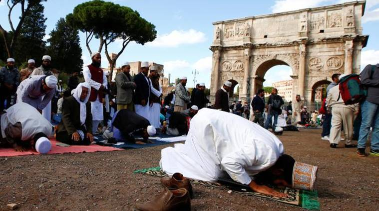 muslims protest in italy, italy protests muslim, muslim protest rome, rome colosseum muslim protest, world news, indian express,
