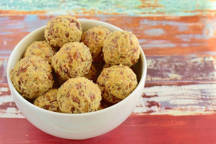 energy balls with date , walnut and flax seeds