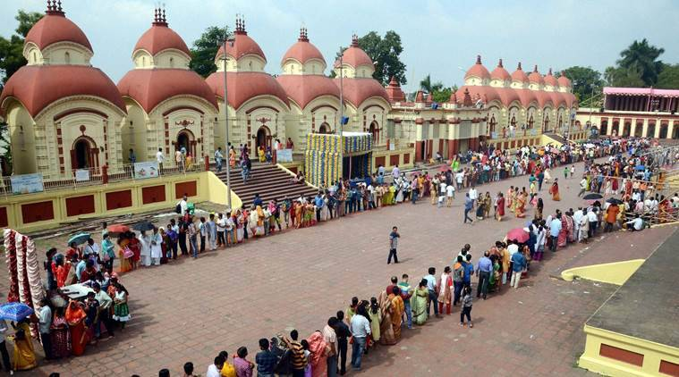 Kolkata: Devotees wait in line to offer prayers to Goddess Kali at the Dakshineswar Kali Temple on the occasion of Kali Puja and Diwali in Kolkata on Saturday. PTI Photo (PTI10_29_2016_000051A)