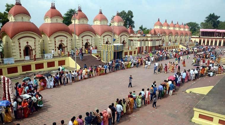 Kolkata: Devotees wait in line to offer prayers to Goddess Kali at the Dakshineswar Kali Temple on the occasion of Kali Puja and Diwali in Kolkata on Saturday. PTI Photo (PTI10_29_2016_000051A)