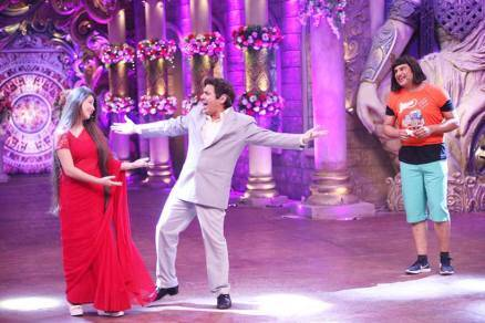 krushna abhishek, karan johar, comedy nights bachao taaza, colors channel, sudesh