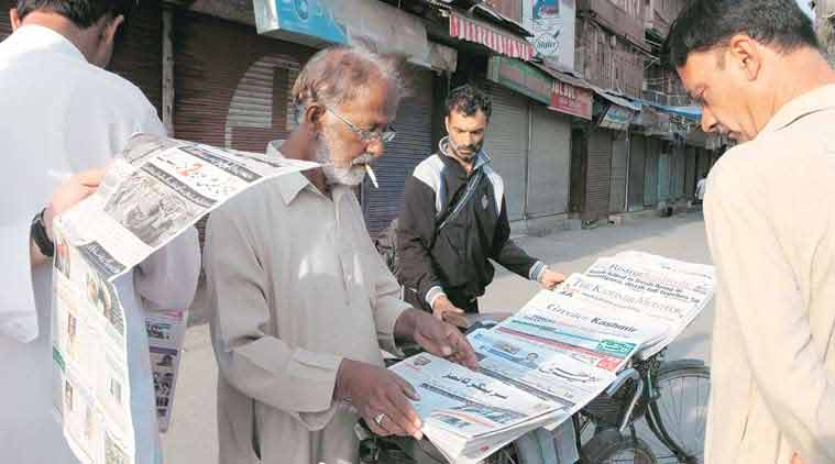 kashmir reader ban, kashmir reader, kashmir reader ban protest, kashmir journalists, kashmir reader online, j&k kashmir reader, kashmir reader banned, j&k news, kashmir news, india news