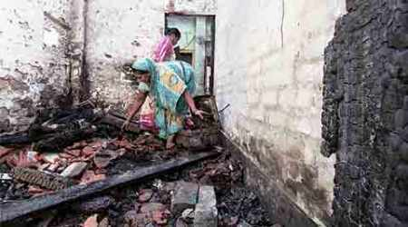 Homes ransacked in Bengal communal violence, people flee