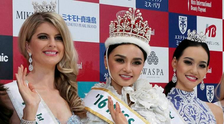 Miss Philippines Kylie Verzosa, centre, waves with first runner-up Miss Australia Alexandra Britton, left, and second runner-up Miss Indonesia Felicia Hwang after being crowned 2016 Miss International during the final of the beauty pageant in Tokyo. (Source: AP)