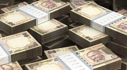 Number of companies paying tax over Rs 100 crore declines in 2013-14