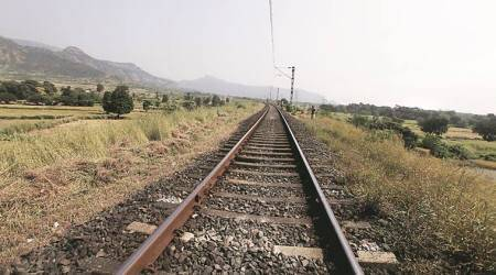 train commuters, rail fracture, mumbai trains, chunabhatti station, harbour line, indian railways, indian express, express news, central railway