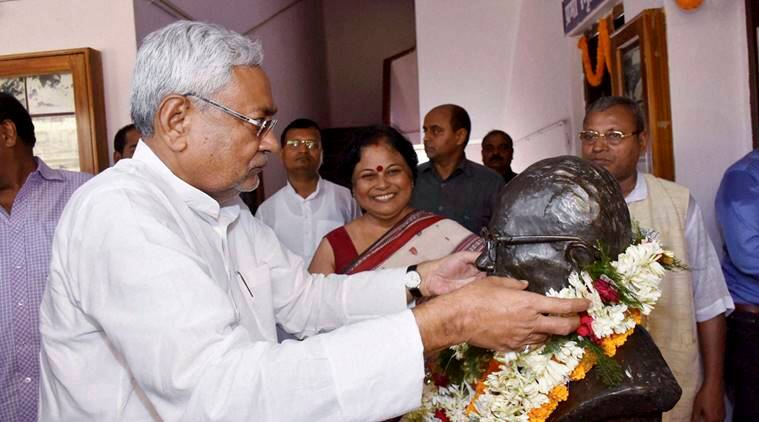 Patna: Bihar Chief Minister Nitish Kumar pay tribute to Jai Prakash Narayan on his 114th birth anniversary at JP Museum in Patna on Tuesday. PTI photo (PTI10_11_2016_000062b)