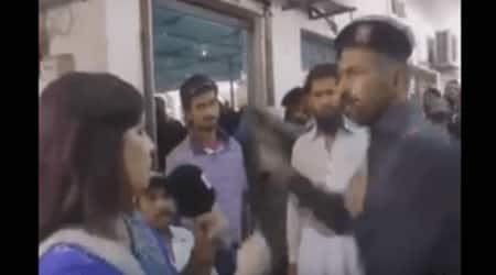 Pakistan, Pakistan reporter, woman reporter, woman reporter slapped, Pakistan constable, pakistan woman reporter slapped, pakistan news, world news