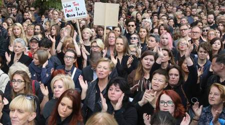 Polish police forcibly remove protesters demonstrating against ruling party chiefKaczynski