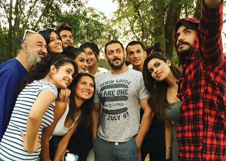 Salman Khan spotted with Bigg Boss season 9 contestants, post the show's finale.