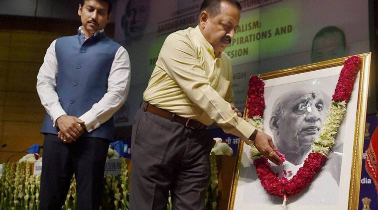 "New Delhi: Minister of State at PMO Jitendra Singh paying tribute to Sardar Vallabhbhai Patel as Minister of State for Information and Broadcasting Rajyavardhan Rathore looks on at Sardar Patel Memorial Lecture 2016 on ""Cooperative Federalism: Reconciling Regional Aspirations and National Cohesion"" in New Delhi on Friday. PTI Photo by Manvender Vashist (PTI10_28_2016_000048B)"