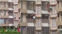 VIDEO: We've found an Indian spiderman who climbed three floors with a sword to avenge his mother