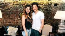 On Shah Rukh Khan's wedding anniversary eve, his date sleeps in his arms. See pic