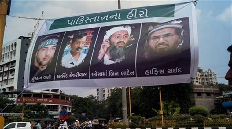 Arvind Kejriwal, Kejriwal rally, kejriwal Gujarat rally, Surat, posters, heroes of pakistan, india news, indian express