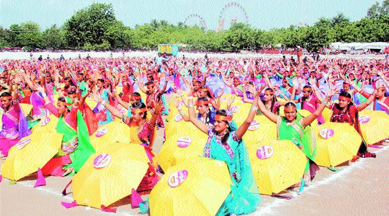 Surendranagar, surendranagar guinness record, guinness world bank, largest umbrella dance, umbrella dance guinness record, india news, indian express