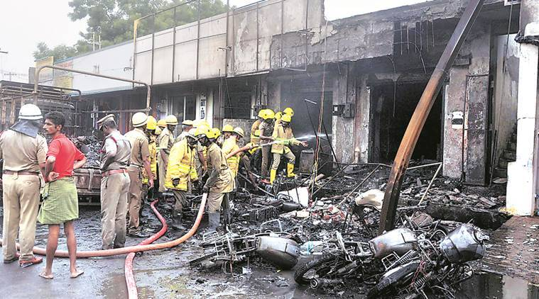 cracker unit fire, cracker factory fire, firecracker godown, cracker godown fire, suffocation, death, fire feath, diwali, diwali cracker, tamil nadu fire, tamil nadu carcker godown, madurai medical college, indian express news, india news