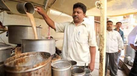 chaiwala, tea seller, tea shop free internet, chaiwala free internet, karnataka tea shop free internet, village tea shop free internet, pakistan chaiwala, trending news, viral news, indian express, latest news