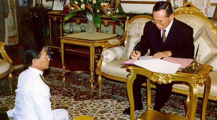 THai king, Thai King death, Thailand King death, Bhumibol Adulyadej, Bhumibol Adulyadej death, Thai King Bhumibol Adulyadej, Homage, Thai king Homage, Bhumibol Adulyadej homage, World news