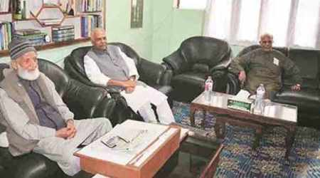 Yashwant Sinha-led team in Kashmir Valley, reaches out to Syed Ali Shah Geelani, Mirwaiz Umar Farooq