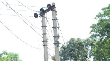 Chinchwad: 20-year-old spends two hours on high tensionpole
