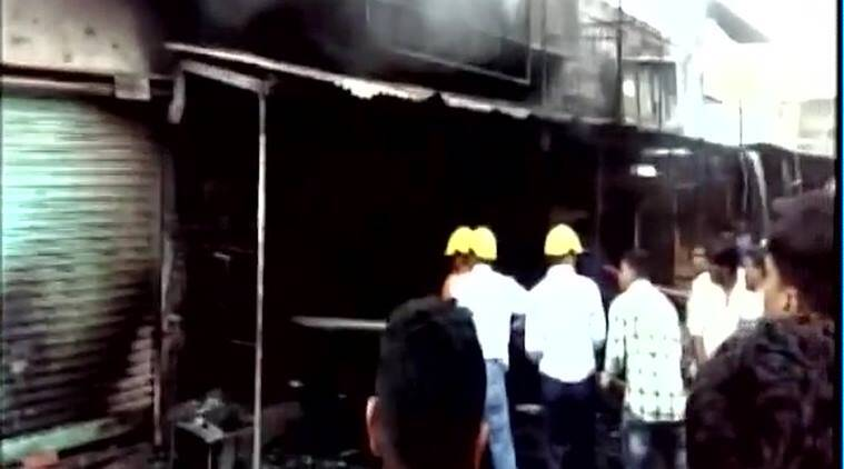 Vadodara fire, Vadodara crackers shop fire, Vadodara fireworkers fire, Vadodara news, india news