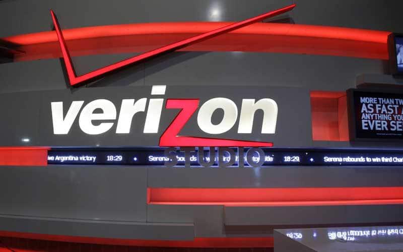 Verizon, Verizon Communications, Verizon Yahoo deal, Yahoo hacking, Yahoo hacking impact on Verizon deal, Yahoo Hacking 500 million accounts, Yahoo data breach, Yahoo deal, Yahoo sold off, technology, technology news