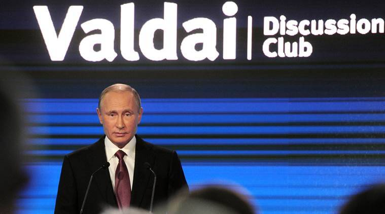 Russian President Vladimir Putin delivers a speech during a session of the Valdai International Discussion Club in Sochi, Russia, October 27, 2016. Sputnik/Kremlin/Mikhail Klimentyev via REUTERS ATTENTION EDITORS - THIS IMAGE WAS PROVIDED BY A THIRD PARTY. EDITORIAL USE ONLY.