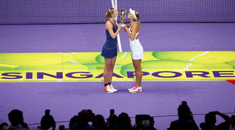 Vesnina and Makarova win WTA Finals doubles title