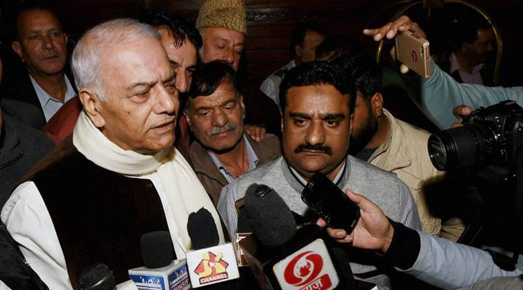 Srinagar: Senior BJP leader Yashwant Sinha, talking to media persons in Srinagar on Tuesday after a meeting. PTI Photo by S Irfan(PTI10_26_2016_000147B)