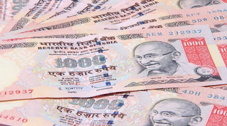 Pune sweeper handed 52 Rs 1000 notes to police