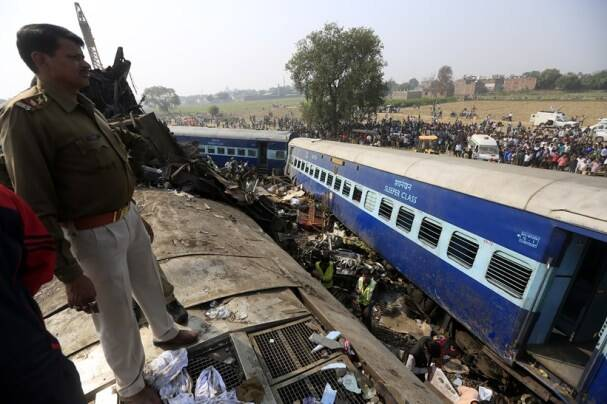 patna indore, patna indore trian, train accidnet, patna indore train accident, indore accident, Kanpur, train derailment, train derailed, patna-indore express, patna-indore train derailment, kanpur train derailment, train accident, train mishap, train derailment deaths, train derail death, deaths, train accident death toll, india news, indian express