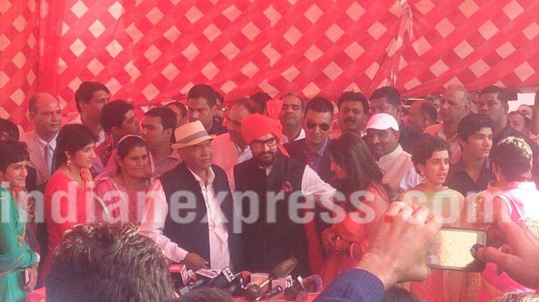 Aamir Khan adressing the media at Phogat's wedding.