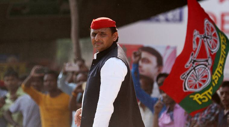 akhilesh, akhilesh yadav, Uttar pradesh, UP, UP police, UP police suspended, UP police lathicharge, Akhilesh Yadav, UP chief minister, UP CM Akhilesh Yadav, Demonetisation, bank queues, Bank queues lathicharge, UP news, india news, indian express news